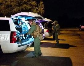 Người đàn ông tự nhốt mình tại bệnh viện Texas đã đầu hàng