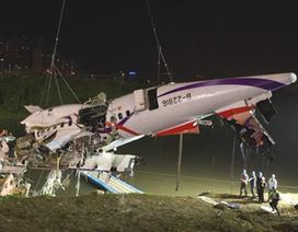 Đài Loan trục vớt thân máy bay từ dưới sông