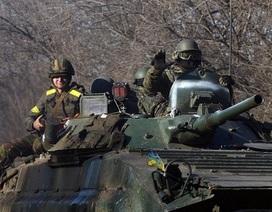Ukraine: Chỉ rút vũ khí hạng nặng nếu miền đông yên ắng trong 1 ngày