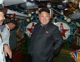 Ông Kim Jong-un đưa em gái đi thị sát quân đội ở bờ biển phía đông
