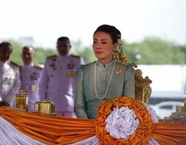 Cha mẹ cựu vương phi Thái Lan bị phạt tù vì phỉ báng hoàng gia