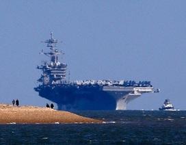 """Anh đón tàu sân bay """"khủng"""" của Mỹ"""