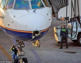 Bị sét đánh thủng mũi, máy bay vẫn vượt Đại Tây Dương an toàn