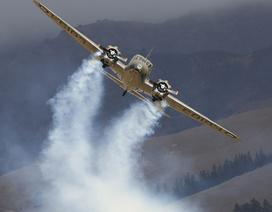 Máy bay nổ tung trong triển lãm, phi công may mắn thoát nạn