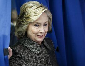 Bà Hillary thăm các bang trọng điểm, mở đầu chiến dịch tranh cử