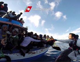 Ý, Pháp giải cứu hơn 5.800 người nhập cư trái phép trong 48 giờ