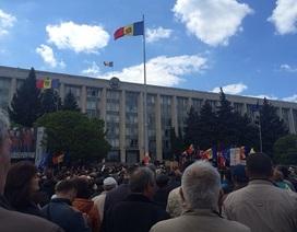 """Moldova: 10.000 người xuống đường biểu tình vì 1 tỷ USD """"bốc hơi"""""""