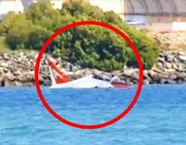Máy bay Hải quân Mỹ lao xuống biển