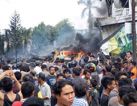Máy bay Indonesia lao xuống khu dân cư, 141 người thiệt mạng