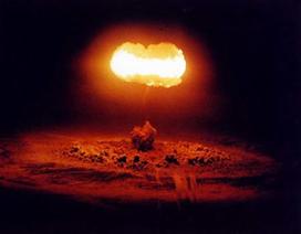 """Trung Quốc """"đe"""" sử dụng bom neutron nếu bị Mỹ tấn công"""