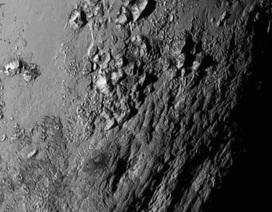 Phát hiện núi băng khổng lồ trên sao Diêm Vương