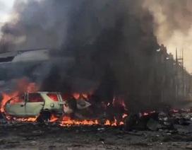 Khoảnh khắc máy bay Indonesia bốc cháy ngùn ngụt sau khi chạm đất