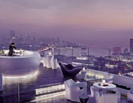 Tận hưởng vẻ đẹp của những bể bơi trên nóc khách sạn