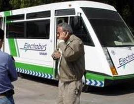 Xe buýt điện điều khiển qua ăngten