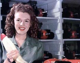 """Hình ảnh """"biểu tượng sex"""" Marilyn Monroe khi còn là... thợ cơ khí"""