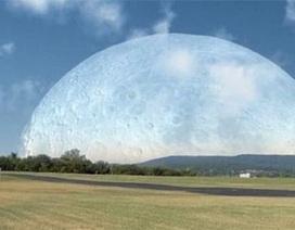 Điều gì xảy ra khi Mặt trăng tiến sát Trái đất?