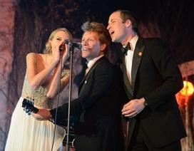 Hoàng tử Anh căng thẳng khi hát chung với Taylor Swift