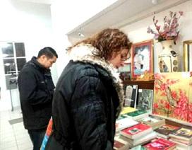 Rộn ràng Hội chợ Giáng sinh Việt kiều tại Pháp