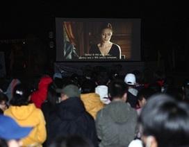 Giới trẻ Đà Lạt rủ nhau đi xem chiếu phim lưu động