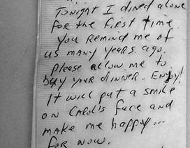 Người đàn ông góa vợ và lời nhắn gây xúc động trên khăn ăn