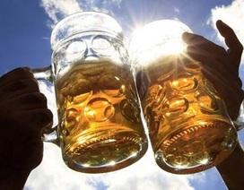Uống 2 vại bia/ngày khiến thoái hóa não sớm 6 năm