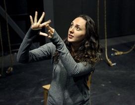 Kinh ngạc trước vở nhạc kịch của những diễn viên khiếm thính