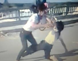 Hai nữ sinh Cà Mau đánh nhau vì một cái liếc mắt