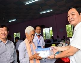 Khám, chữa bệnh, phát thuốc miễn phí cho đồng bào dân tộc Khmer nghèo