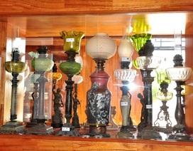Bộ sưu tập đèn cổ độc đáo của người đàn ông đã qua đời 10 năm
