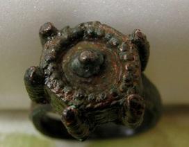 Phát hiện chiếc nhẫn thời trung cổ có khả năng hạ độc