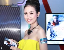 Người đẹp Phan Thị Mơ khoe vòng 1 ở rạp chiếu phim
