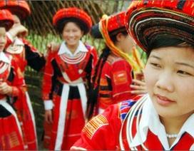 Đau xót khi nhìn trang phục dân tộc may bằng vải Trung Quốc