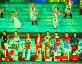 Lễ hội Áo dài hoành tráng với 100 người đẹp nổi tiếng trình diễn