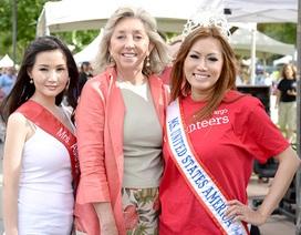 Hoa hậu Quý bà châu Á và nghệ sỹ Las Vegas đi bộ vì bệnh nhân HIV