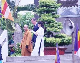 Ấn tượng hình ảnh giản dị của Thủ tướng Anh trên phố Sài Gòn