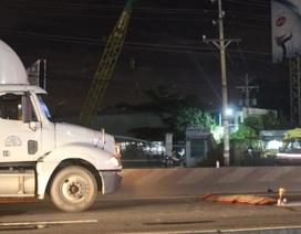 Người đàn ông lao vào xe container nghi tự tử