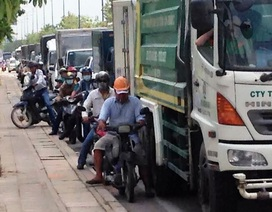 """Kiểu chạy xe """"ngang ngược"""" trên đại lộ hiện đại nhất Sài Gòn"""