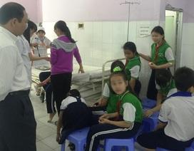 Hàng chục học sinh tiểu học ngộ độc nghi ăn tàu hũ đóng hộp