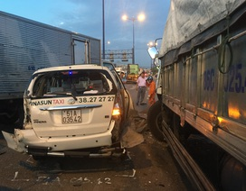 Tai nạn liên hoàn, 8 ô tô dính chùm, bẹp dúm