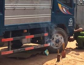 Thương tâm bé gái 2 tuổi bị xe tải cuốn vào gầm