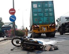 2 công nhân sơn sửa đường bị xe container cán tử vong