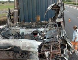 Xe đầu kéo cháy dữ dội trên cao tốc TPHCM – Long Thành – Dầu Giây