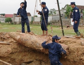Bom khủng nặng gần 1 tấn nằm dưới cánh đồng