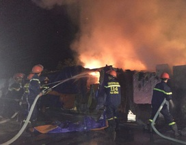 Cháy lớn tại bãi chứa thiết bị công ty gang thép