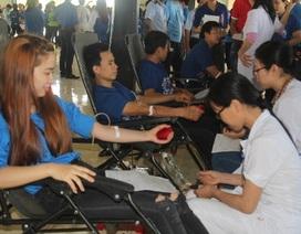 Sinh viên Việt – Lào hăng say hiến máu nhân đạo