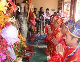 Hàng ngàn du khách tham dự Lễ hội đền Lê Khôi