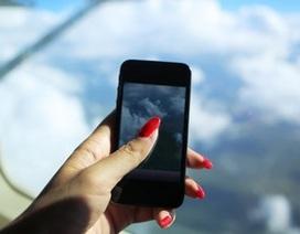 Phi công thản nhiên nhắn tin điện thoại khi máy bay đang cất cánh