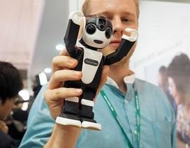 Sharp trình làng smartphone có kiểu dáng robot độc đáo