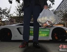Lái siêu xe Lamborghini để... đi giao bánh bao cho khách hàng