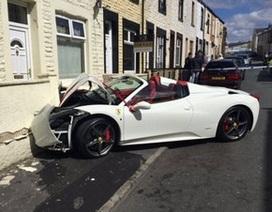 """Thuê Ferrari để """"lấy le"""" với cô dâu, chú rể...đâm hỏng xe"""